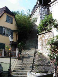 Treppen in Baden führen uns nach oben