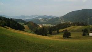 Juralandschaft mit Burgruine Alt Bechburg